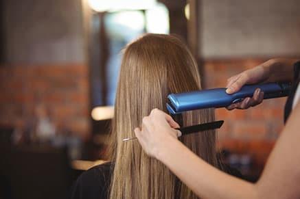 Как выбрать утюжок для волос: полезный гид